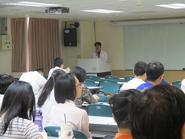 1040804-晨會-中西醫病例討論會-中風後遺症肺炎後調理-顏秋濱-黃伯瑜4.JPG