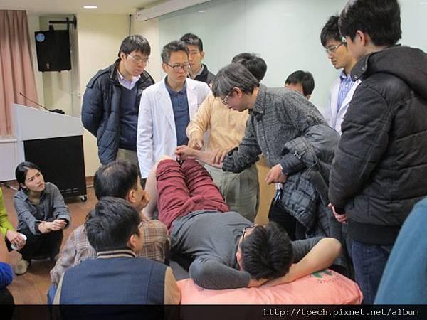 1050303-晨會-傷科教學-林兩傳醫師2 (640x480).jpg