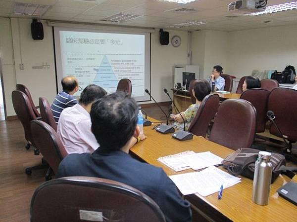 1050622-晨會-OSCE workshop(一)-黃伯瑜主任 (640x480).jpg