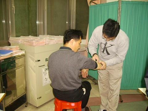 馬祖連江縣衛生局劉增應局長因網球肘接受黃裕昌醫師治療