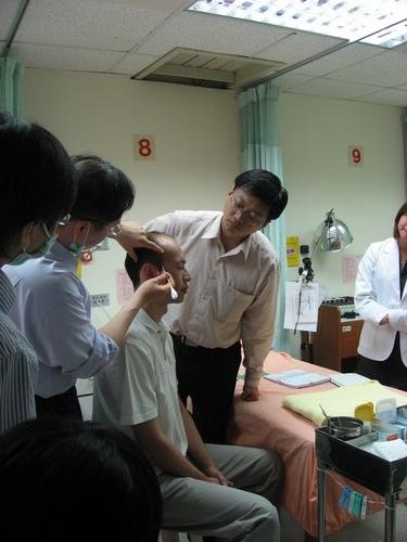 98/05/19 中醫基本技能 針灸-頭皮針/羅國正醫師