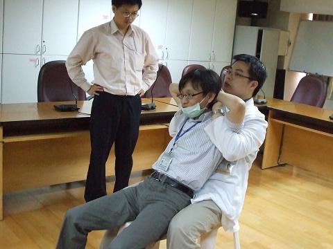 98/05/26 中醫基本技能 傷科手法-腰背/黃裕昌醫師