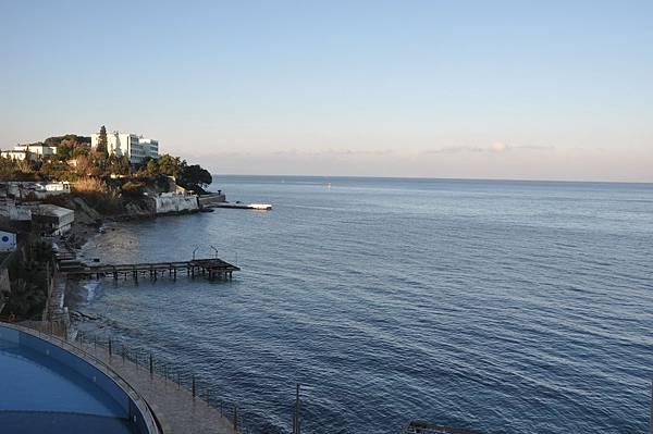 在晨光間由庫莎達西所住飯店往外望愛琴海