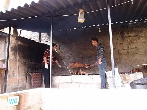 柴火烤全羊