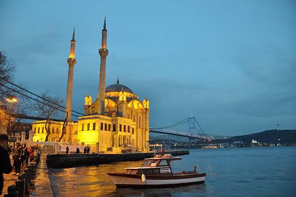 歐塔柯伊清真寺和博斯普魯斯大橋