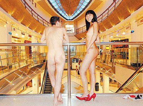 16:foto_vydania_britsky_nudisti.jpg
