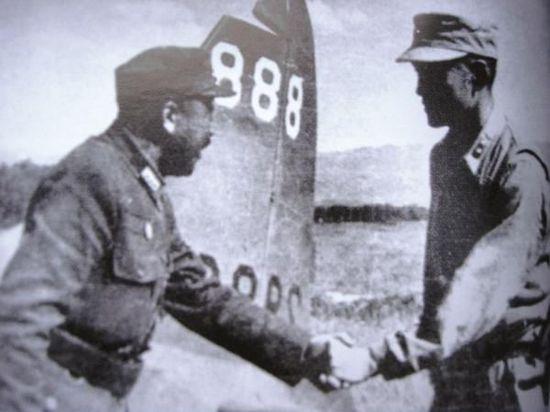 圖片10:芒友會師,衛立煌(左)與孫立人