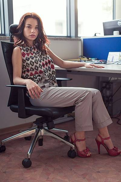 Nici Dee computer kindgirls office secretary_1.jpg