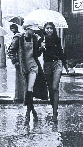 """Hot pants"" fashion in Japan - 1971.jpg"