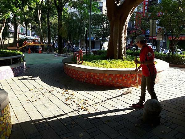 20171001四平公園社區服務_171001_0003.jpg