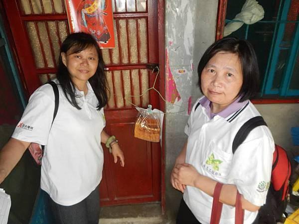 1040418南港區團委會-社區一起亮起來關懷老人與物資發放活動4.jpg