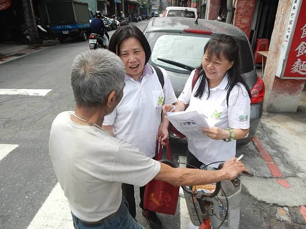 1040418南港區團委會-社區一起亮起來關懷老人與物資發放活動6.jpg