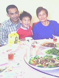 2009.01.27初二家庭聚會之外婆、舅舅、益弟弟.jpg