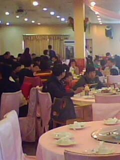 2009.01.27初二家庭聚會之人山人海的客人.jpg
