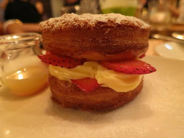滴咖啡廳-招牌甜點-草莓可拿滋