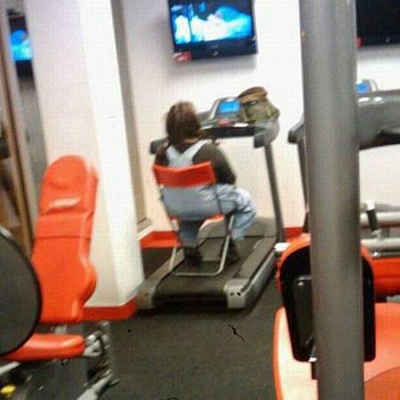 健身房的搞笑行為-01.jpg