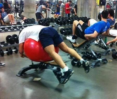 健身房的搞笑行為-17.jpg