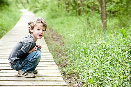 toddler-squat