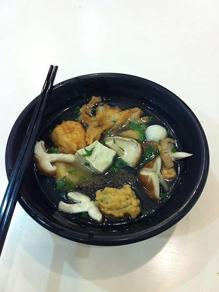 2011-0608-中餐,沒有任何醬料的關東煮,營養一樣滿分。