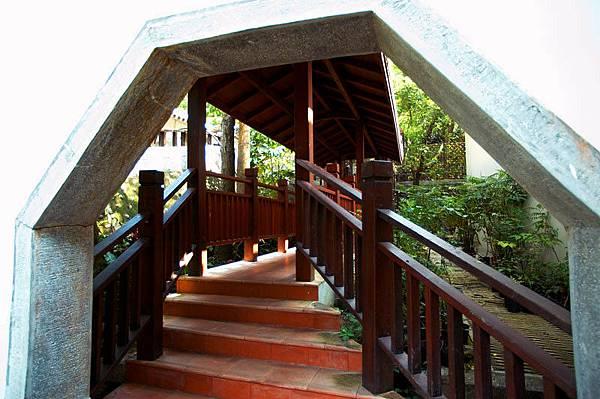 前往花園階梯