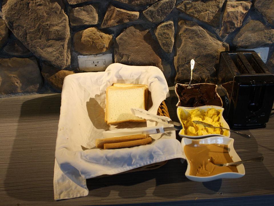 鄰近知名九份景點,便利的九份交通,享受獨特的九份美食!搭乘九份交通接駁車至黃金博物館園內,九份金瓜石金礦餐旅會館邀請您一同遊覽九份景點,嚐盡九份美食!