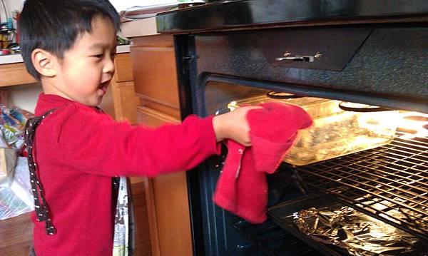051811 baking a cake