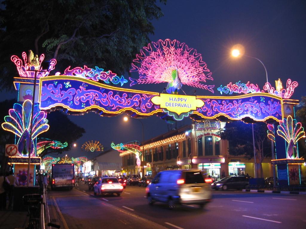 Deepavali,_Little_India,_Singapore,_Oct_06.JPG