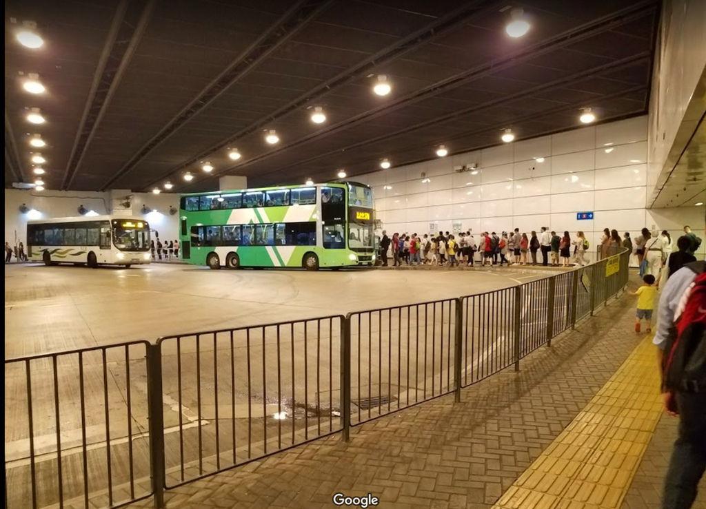 東薈城巴士站.jpg