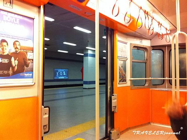 M1地鐵內