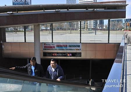 機場地鐵線Fira出站口.jpg