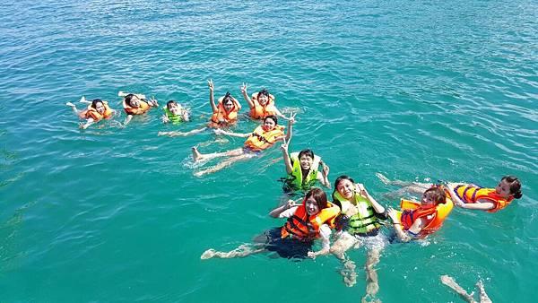 熱帶魚共舞浮潛樂