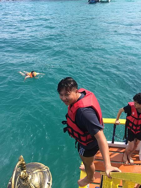 挑戰高空跳海