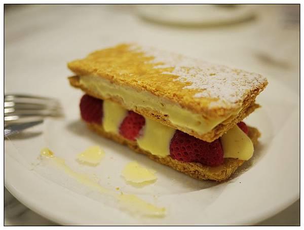 法米-法式千層-草莓-1.jpg