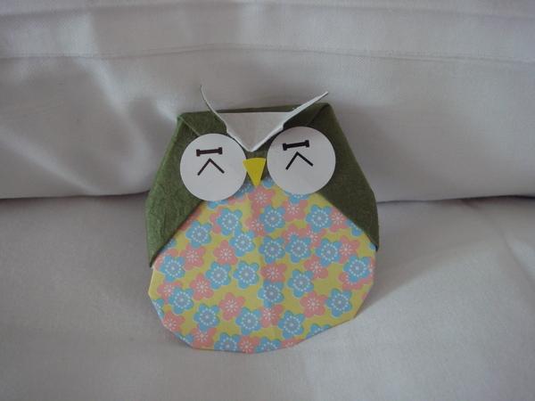 放在床上的迎賓小手折貓頭鷹1
