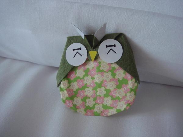 放在床上的迎賓小手折貓頭鷹3