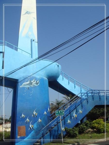 淡金公路的彩繪天橋~海豚