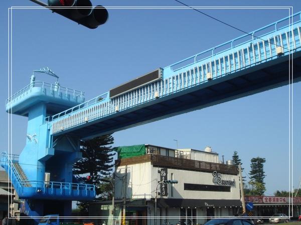 淡金公路上的彩繪天橋1