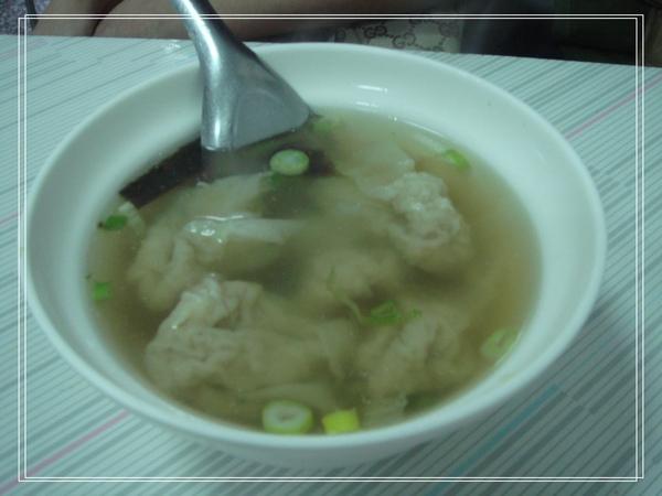 周家豆漿的餛飩湯