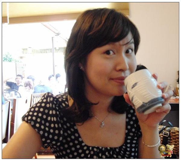 明森-悠閒的喝茶&外面的流汗.jpg