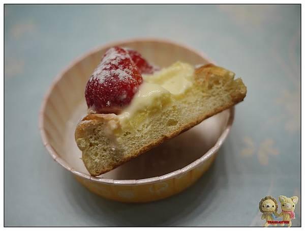 草莓卡士達麵包-3.jpg
