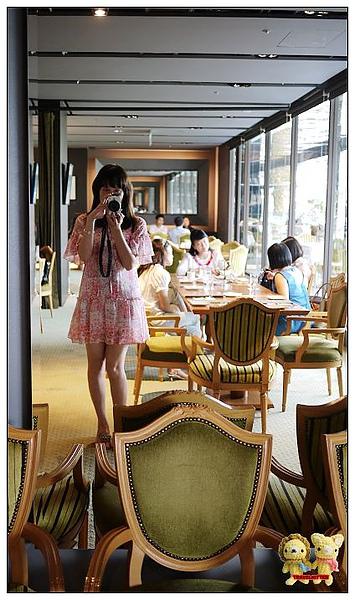 Eslite tea room-鏡牆.jpg