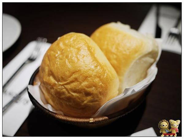 FAT ANGELO'S-麵包.jpg