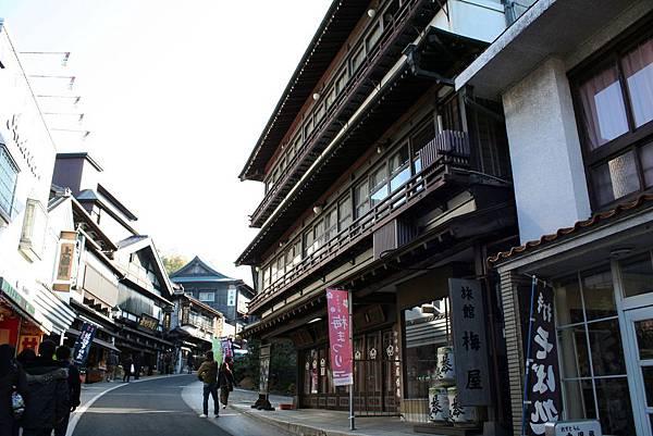 成田山新勝寺古色古香的表參道。