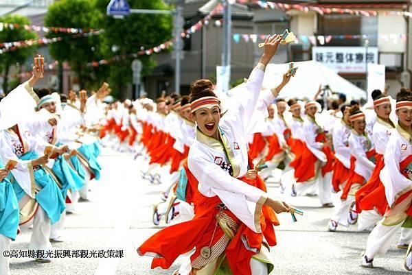 在高知YOSAKOI祭跟著百萬人一起感受心跳。