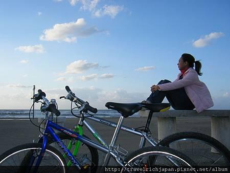 芳瑜去日本石川縣騎單車望向日本海留影