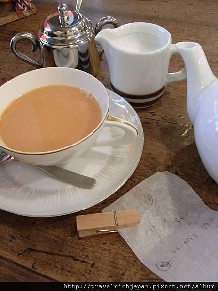 附上熱鮮奶的奶茶.JPG