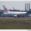 華信航空B-16821客機01.jpg