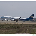 華信航空B-16821客機02.jpg