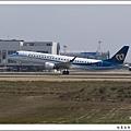 華信航空B-16821客機03.jpg