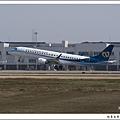 華信航空B-16821客機05.jpg